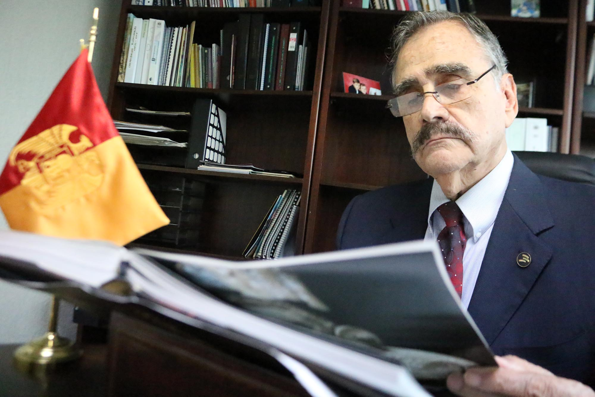 Dr. Néstor Velasco Pérez