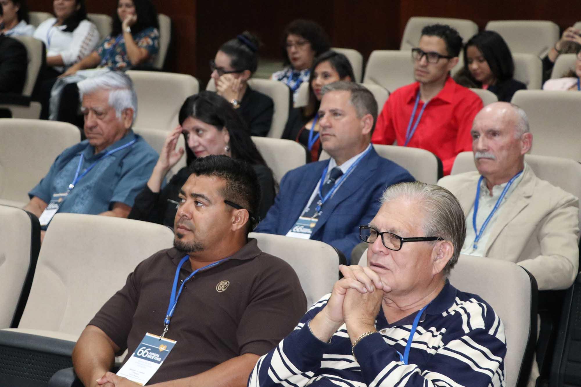 Reunión médicos extranjeros 081019