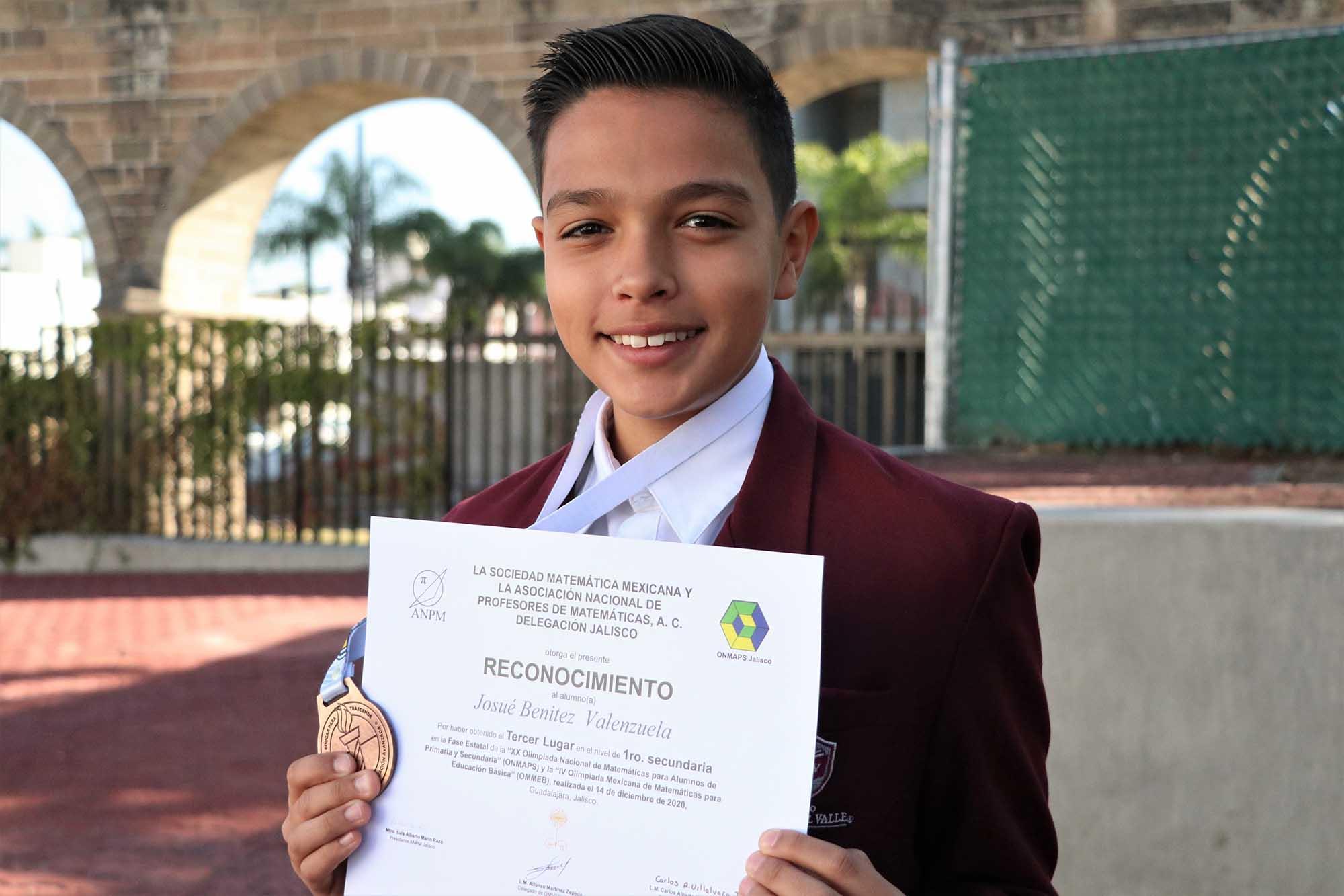 Alumno gana concurso matemáticas 100220