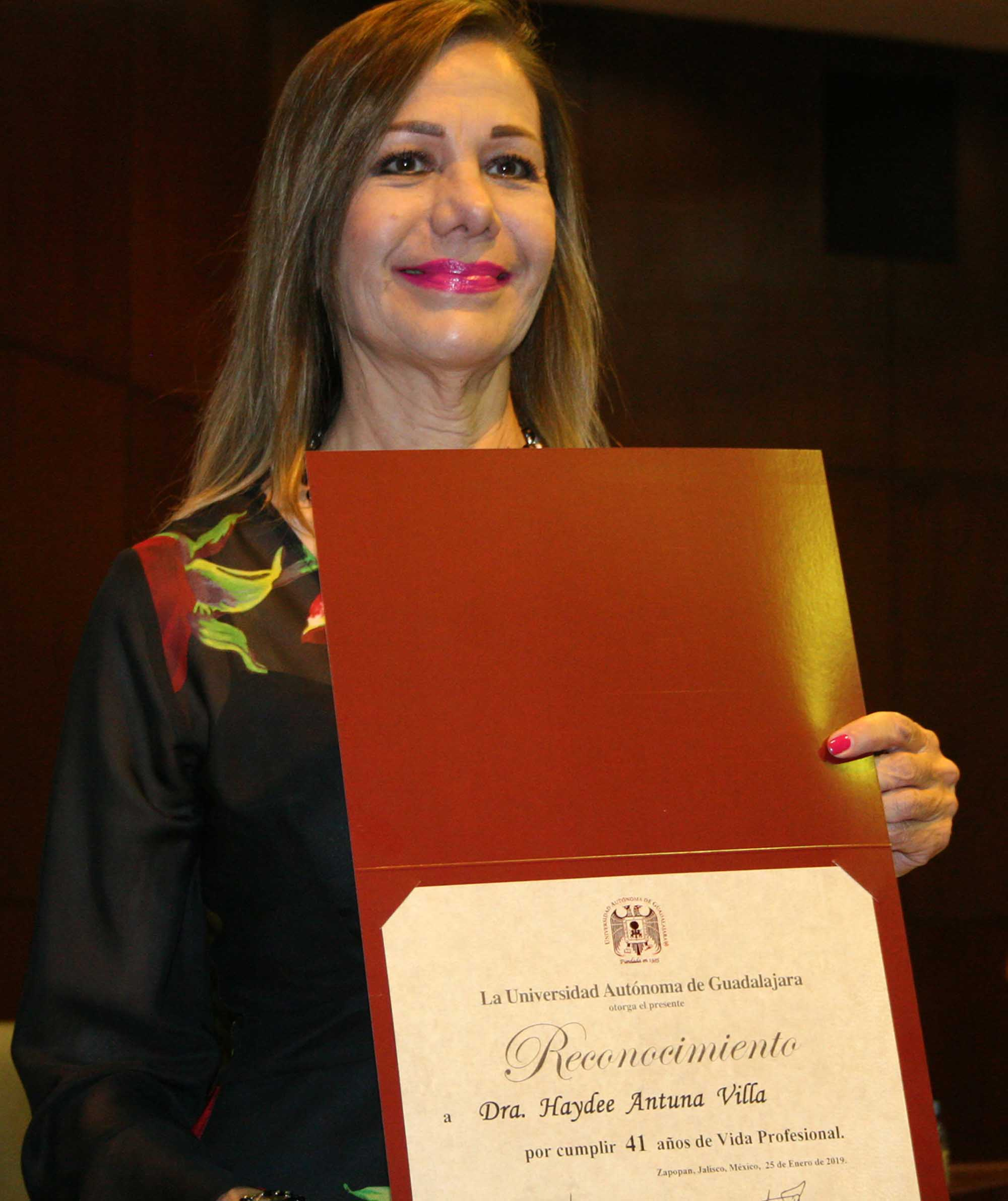 Haydee Gutierrez Menchaca se reúne generación de médicos de 1978